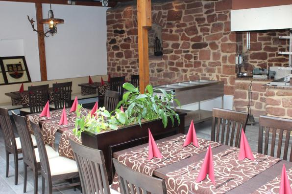 Im Bleffe Wintergarten/Grill bieten wir kulinarische Köstlichkeiten frisch vom Buchenholz-Grill
